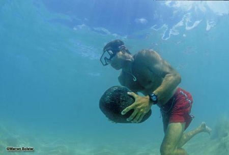 Những vùng lặn biển đẹp nhất thế giới Brian-keaulana-makaha-_1