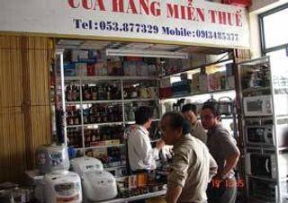 Các gian hàng miễn thuế ở Lao Bảo
