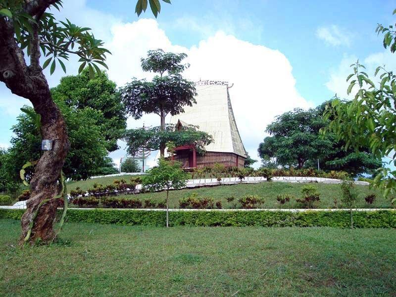 Công viên mô hình nhà rông