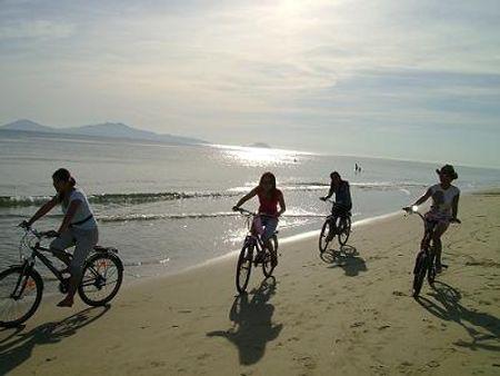 Đạp xe trên bãi biển