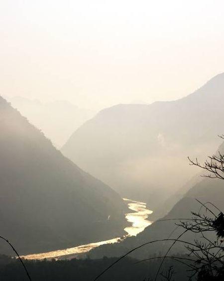Sông Đà êm đềm trôi