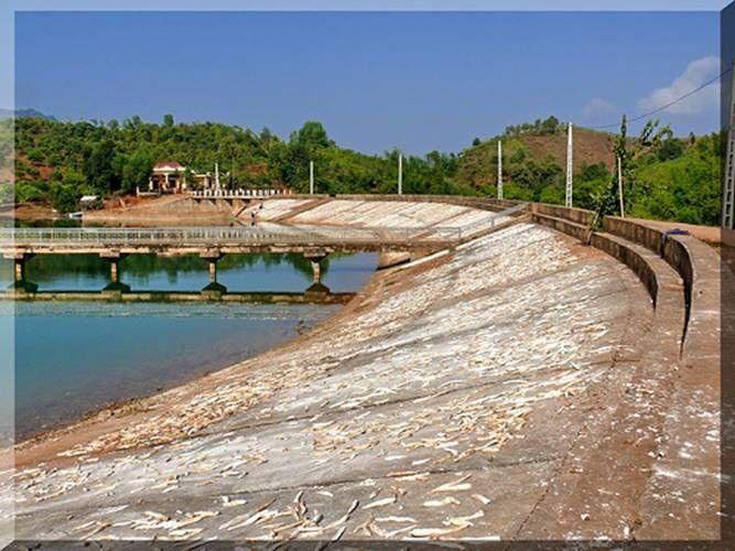 Đập hồ Chiềng Khôi