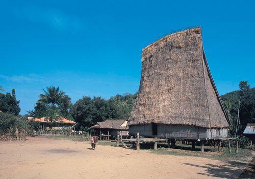 nhà Rông ở làng Kontu