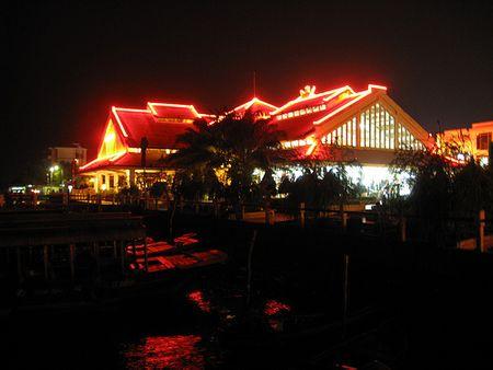 Bến Ninh Kiều tại trung tâm thành phố  Cần Thơ