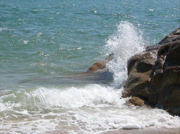 Bãi biển còn hoang sơ