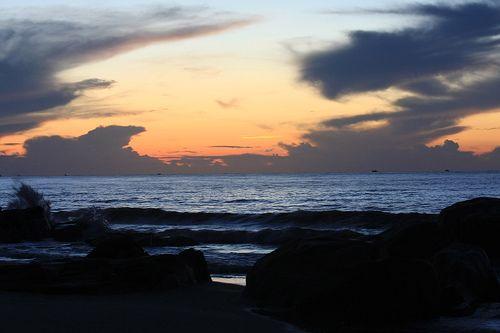 Một bãi biển còn hoang sơ  Một bãi biển còn hoang sơ