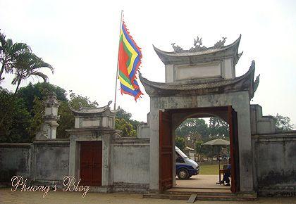 Cổng tam quan vào Đình Cổ Loa.