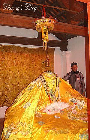 Một truyền thuyết khác kể rằng Mỵ Châu bị vua cha chém đầu ở núi Mộ Dạ, Nghệ An.