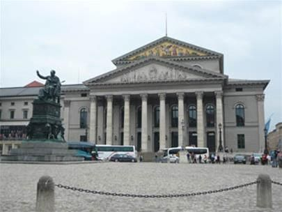 Nhà hát opera do vua Lugwig II xây dựng