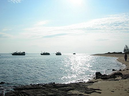 Bãi biển Trà Cổ bai bien ha long