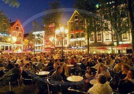 Quảng trường Leidseplein về đêm