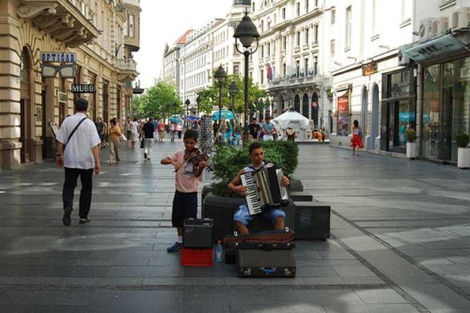 Con phố mua sắm sầm uất Knez Mihailova