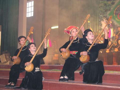 http://du-lich.chudu24.com/f/d/090421/lien-hoan-nghe-thuat-hat-then-dan-tinh-toan-quoc-lan-thu-ba-tai-bac-kan.jpg