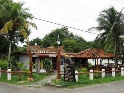 Mano Surf Community - vừa là quán cà phê vừa là quầy bar bán nước trái cây
