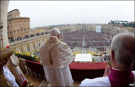 Giáo hoàng Benedict XVI chủ trì lễ Phục sinh cùng với giáo dân tại Vatican