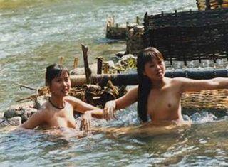 """Gái Thái """"Tắm Tiên"""" vùng Tây Bắc"""