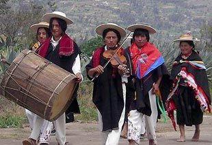 Một trong những phong tục cưới của người Ecuador.