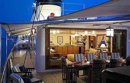 Talitha G thuộc quyền sở hữu của dòng họ Getty và vẫn được dùng để chở gia đình này cho các chuyến du ngoạn trên biển. Nội thất trên thuyền đều được làm bằng gỗ đánh bóng, bạc. Thuyền có 18 nhân viên phục vụ 12 khách. Trên tàu còn có khoảng 200.000 đĩa nhạc và 1.000 đĩa phim để khách lựa chọn. Giá thuê khoảng 430.000 USD.