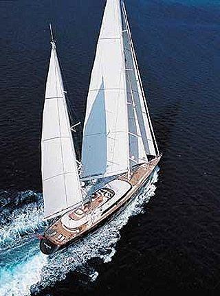 Parsifal III của tỷ phú cà phê Kim Vibe-Petersen là một trong những du thuyền phong cách nhất thế giới với cánh buồm trắng tinh cao 54 m. Điểm đặc biệt của nó là phần boong dài bất tận để tắm nắng. Giá thuê khoảng 300.000 USD.