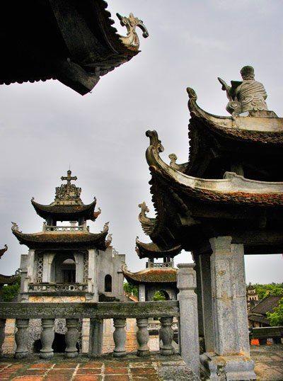 Lối kiến trúc đình chùa của Phương Đông ở nhà thờ