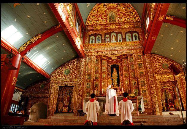 Một buổi lễ trang nghiêm nơi thánh đường