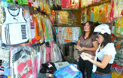 Bên trong chợ Tân Thanh