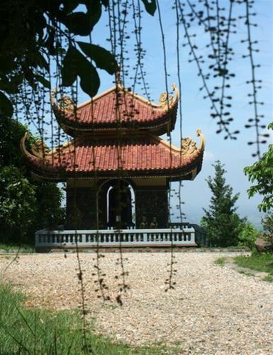 Nét đẹp tháp chuông với mái cong cổ kính