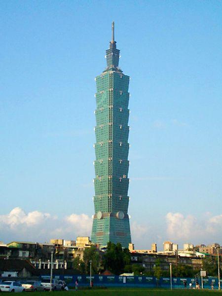 Taipei 101 ở thành phố Taipei. Cao 509 m, xây năm 2004.