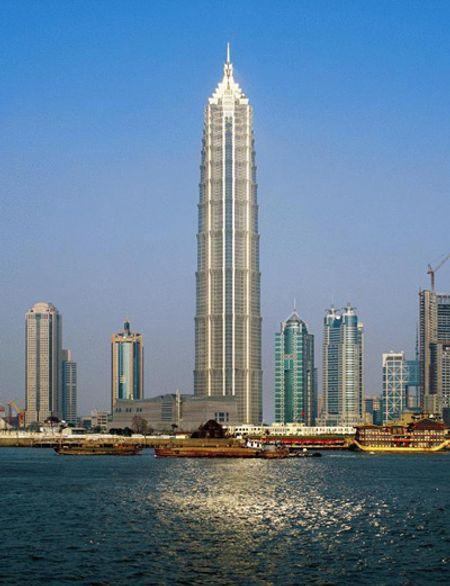 Jin Mao Tower ở Thượng Hải, cao 421m, xây năm 1998