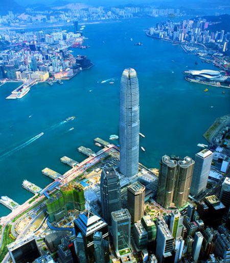 Tòa Two International Finance Centre ở Hong Kong, cao 415m, xây năm 2003.
