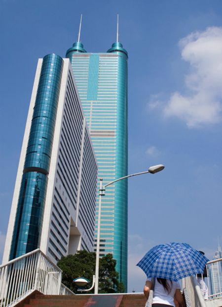 Shun Hing Square ở Thâm Quyến, cao 384m, xây năm 1996.
