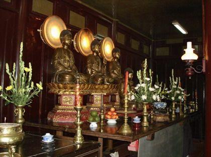 Nội thất chùa Thiên Mụ