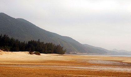 Bãi biển Minh Châu - Đảo Quan Lạn, cát trắng