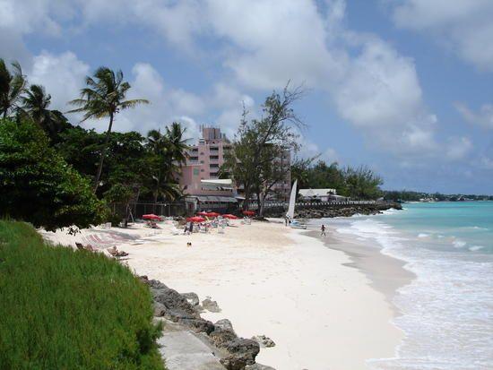 Các bãi biển ở Caribbe luôn nổi tiếng với cát trắng và gái đẹp