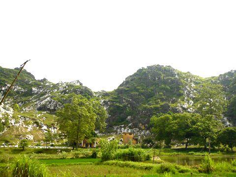 Một góc núi Ngũ Hành Sơn (núi Trầm).