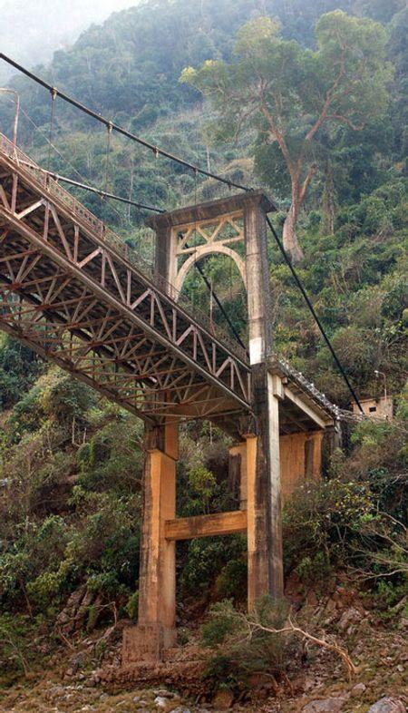 Còn đây là đầu cầu phía Điện Biên