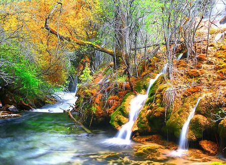 """Cửu Trại được gọi là vùng đất """"biển hồ"""" với 108 hồ ao lớn nhỏ, mặt hồ trong xanh, phẳng lặng như mặt gương soi."""