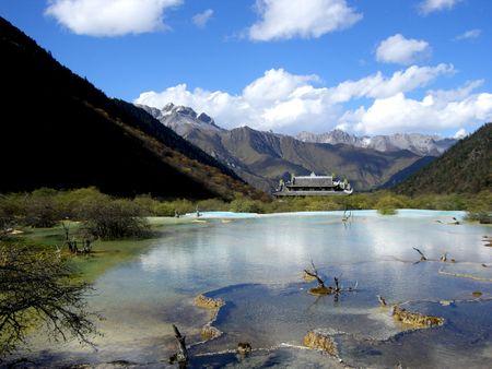 Năm 1990, Cửu Trại Câu được Cơ quan Du lịch quốc gia Trung Quốc đánh giá là địa chỉ đứng đầu trong 40 khu du lịch tốt nhất Trung Quốc.