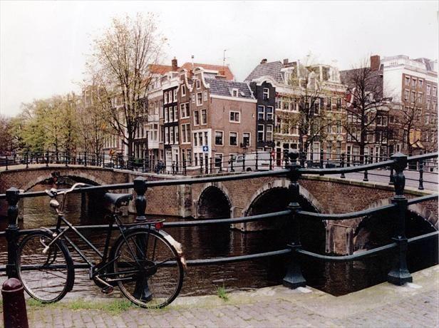 Amsterdam cổ kính và thơ mộng