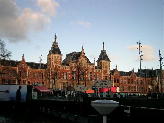 Nhà ga trung tâm với kiến trúc Tân Phục Hưng ấn tượng
