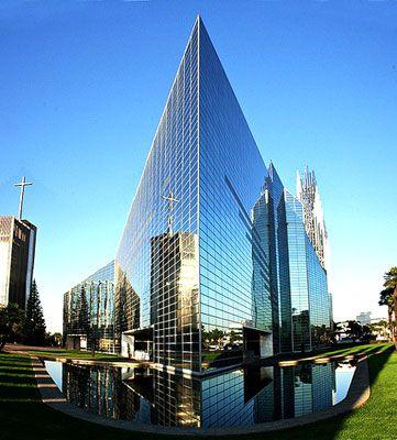 Crystal là nhà nhà thờ tin lành lớn ở Garden Grove, Orange County, California, Mỹ.