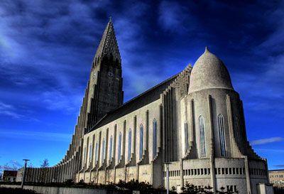 Hallgrímskirkja là nhà thờ xứ đạo Lutheran ở Reykjavík, Iceland. Đây là nhà thờ có diện tích lớn nhất Iceland.