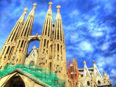 Expiatori de la Sagrada Família là nhà thờ Thiên chúa giáo đồ sộ ở Barcelona.