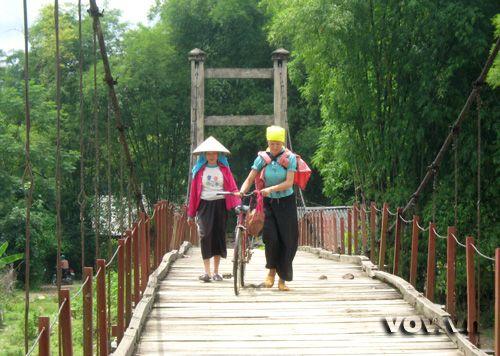 Những cây cầu treo như thế này giúp đi lại an toàn, thuận tiện hơn