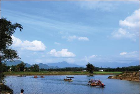 Một đoạn sông Túy Loan vào những ngày lễ hội