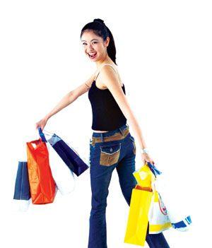 Không bị bó buộc thời gian và tiết kiệm chi phí, dịch vụ free and easy đang được giới trẻ thích du lịch, đặc biệt là các cô gái thích shopping ưa chuộng.