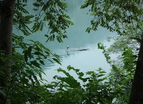 Chèo thuyền độc mộc - nét đặc sắc riêng chỉ có ở hồ Ba Bể