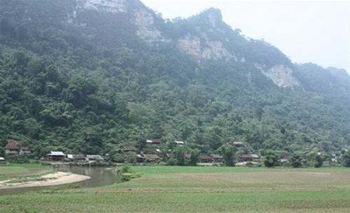 Bản làng của đồng bào dân tộc Tày, Dao ở xung quanh hồ