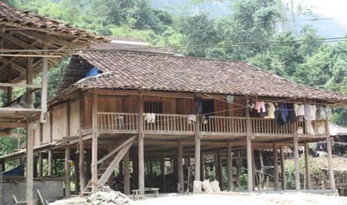 Nhà sàn - nét đặc sắc của đồng bào dân tộc ở hồ Ba Bể