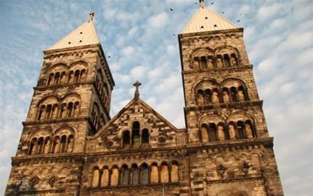 Nhà thờ Lund rực rỡ dưới nắng thu